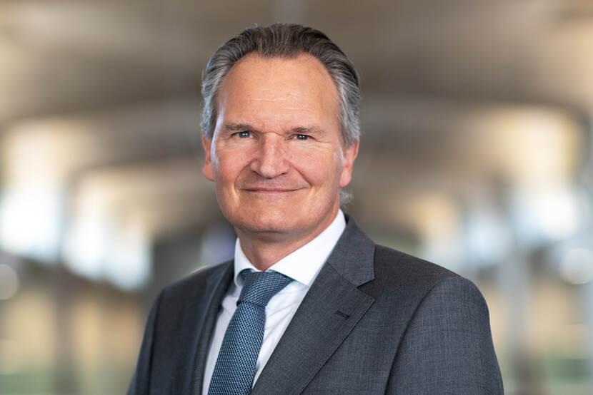 Drs. R.J.H.M. (Robert-Jan) Smits